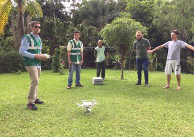 Ex-estagiário ministra curso de pilotagem de drones na Apremavi.