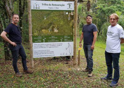 Wigold, Sérgio e André na entrada da Trilha da Restauração. Foto: Miriam Prochnow.