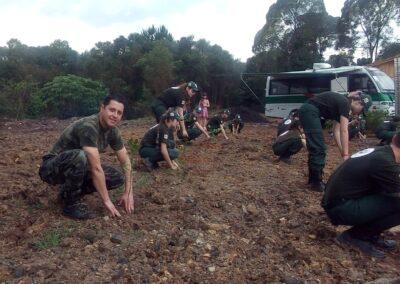 Plantio realizado no quartel da Policia Militar Ambiental de Canoinhas.